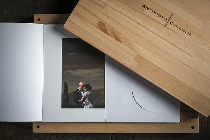 Wooden packaging for fine art prints