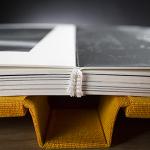 Dettaglio dell'apertura a 180° del blocco interno del fine art book